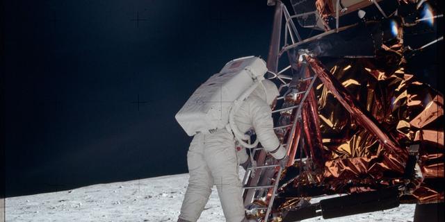 Oud-stagiair NASA krijgt 1,6 miljoen voor beelden van maanlanding