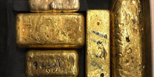 Italiaan met goudstaven in koffer op Schiphol aangehouden voor witwassen