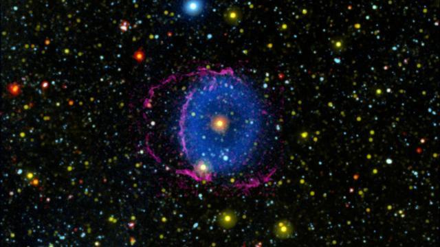 Twee samensmeltende sterren veroorzaken gigantische blauwe gaswolk