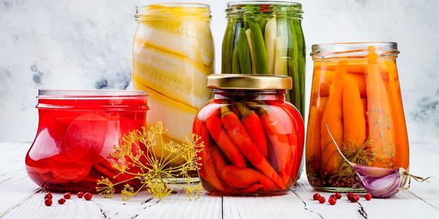 Zelf fermenteren: 'Als groente in aanraking komt met zuurstof, gaat het rotten'