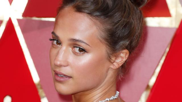 Alicia Vikander baalt dat Tulip Fever niet in Nederland is opgenomen