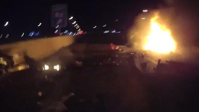 Kogels vliegen in het rond tijdens brand in auto vol ammunitie in VS