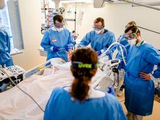 Bijna helft van coronapatiënten in ziekenhuis heeft complicaties