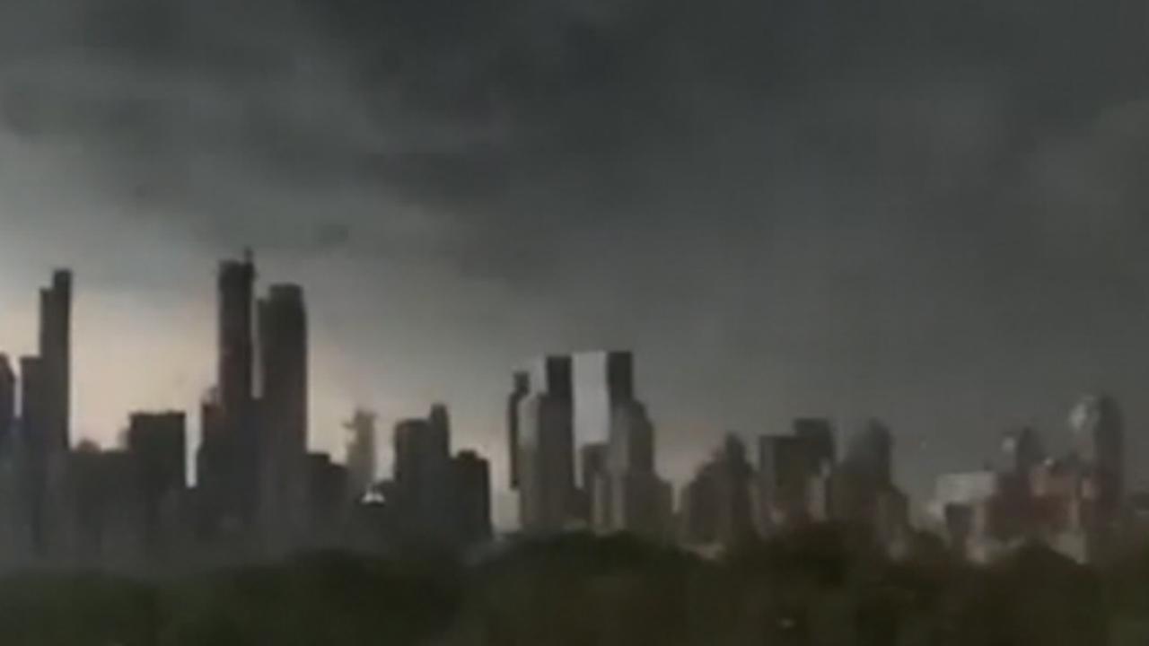 Harde wind en grote hagelstenen bij onweersbui New York