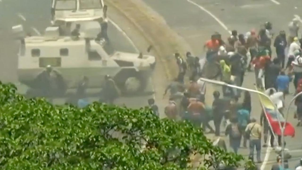 Legervoertuig rijdt op Venezolanen in bij couppoging