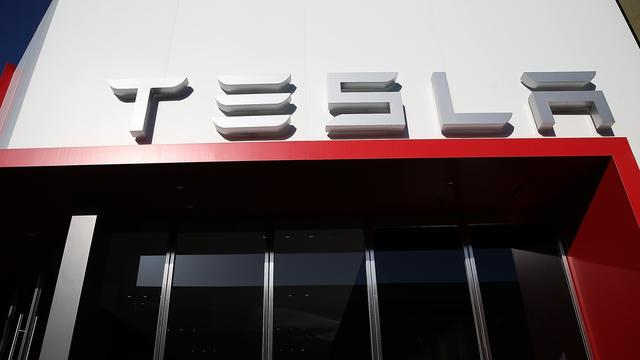 Tesla boekt verlies van 121 miljoen dollar
