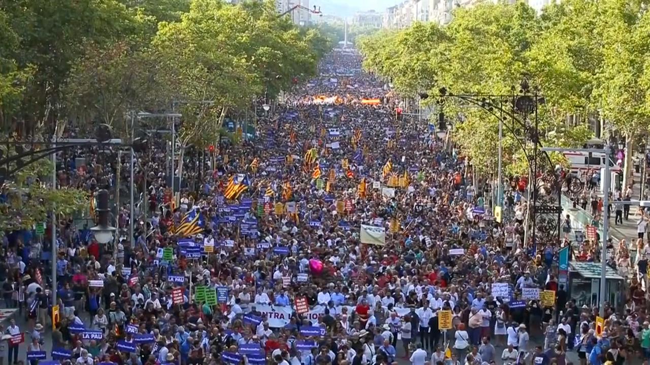 Half miljoen mensen lopen protestmars tegen terrorisme in Barcelona