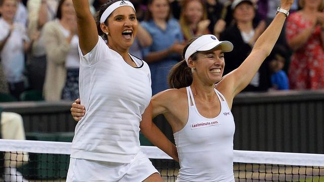 Hingis wint vrouwendubbelspel met partner Mirza