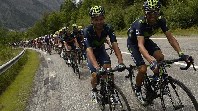 Rojas loopt dubbele beenbreuk op bij na zware val in Vuelta