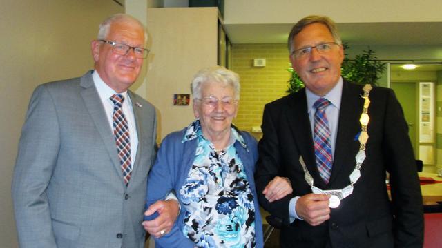 Bruse Mina de Keijzer viert honderdste verjaardag