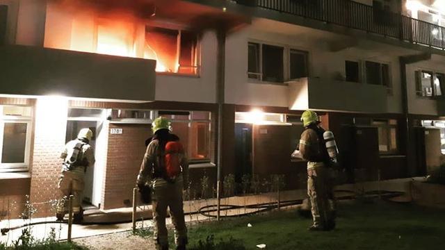 Brandweer rukt uit voor brand in woning aan Mathenesserweg
