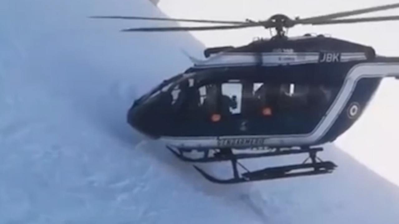 Helikopter voert gewaagde reddingsactie uit in Franse Alpen