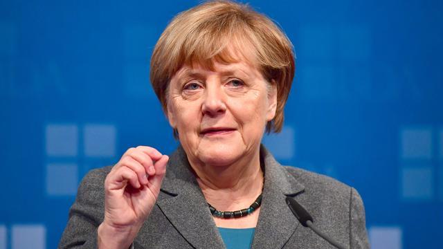 Merkel praat met leiders SPD en CSU in nieuwe fase kabinetsbesprekingen