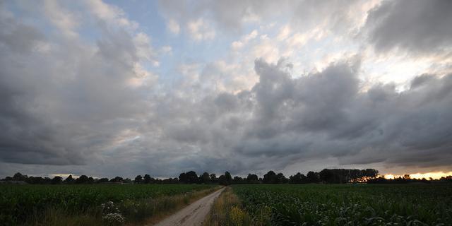 Weerbericht: Wisselend bewolkt met kans op zon en een bui