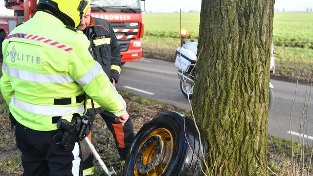 Schade aan voertuigen door afgebroken vrachtwagenwiel