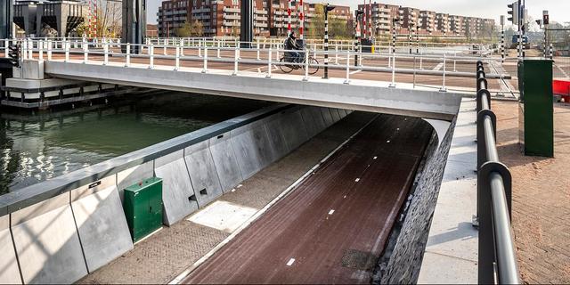 Nieuwe fietstunnel bij Nelson Mandelabrug en Kanaalweg gaat dinsdag open