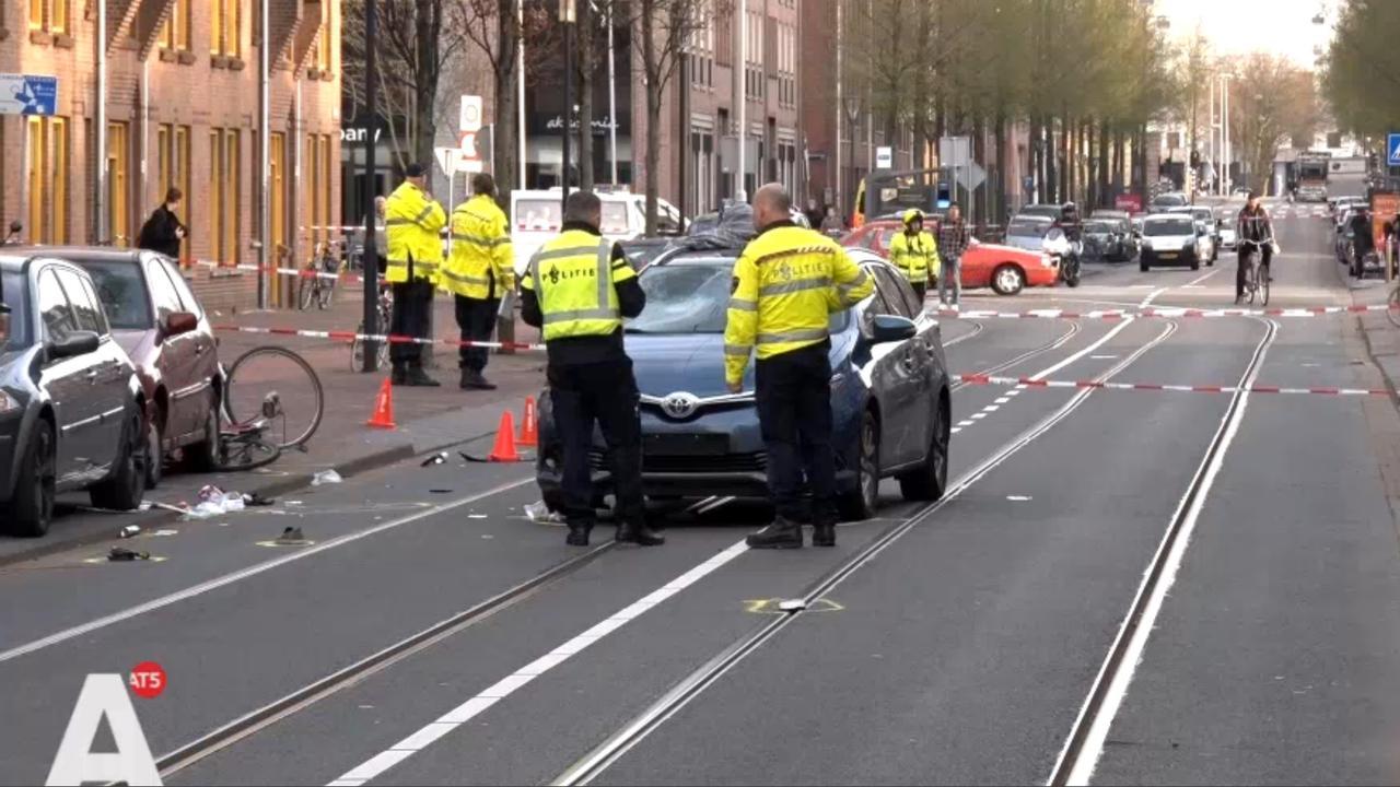 Fietser zwaargewond na botsing met taxi