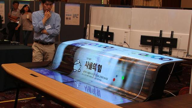 LG toont oprolbaar transparant 4K-oledscherm
