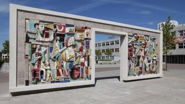 Opgeknapt gevelkunstwerk Hugo Brouwer eind september ingehuldigd