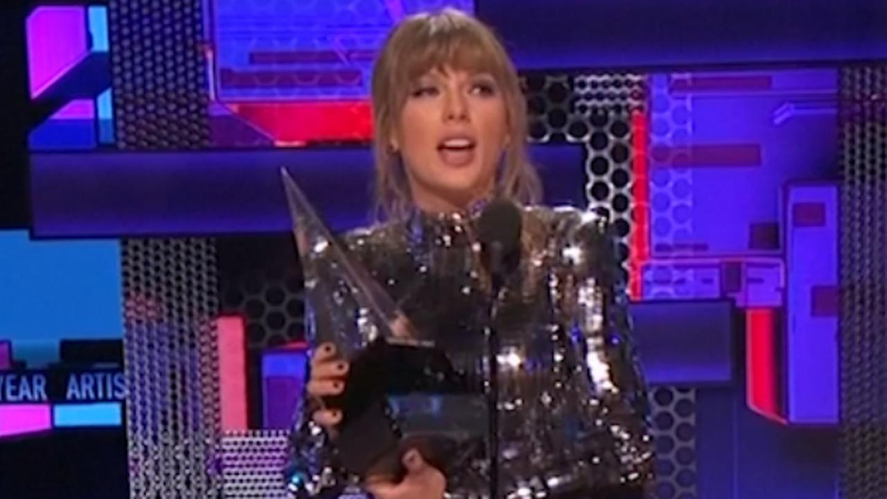 Taylor Swift verkozen tot Artist of Year tijdens AMA's