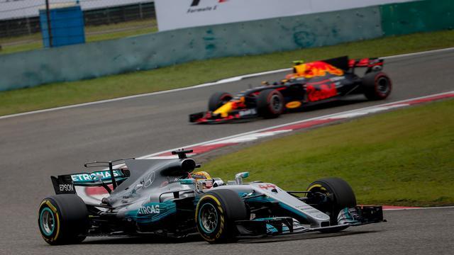 Liveblog: Verstappen knap derde in China, winst voor Hamilton