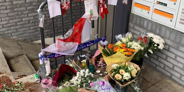 Bloemen op plek waar Ajax-hooligan Martin van de P. is doodgeschoten