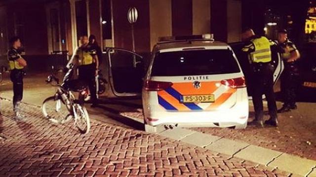 Jongen aangehouden nadat hij agenten uitschold vanaf scooter