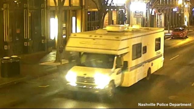 De politie in Nashville heeft bewakingsbeelden gedeeld van de camper die vrijdag omstreeks 6.30 uur ontplofte.