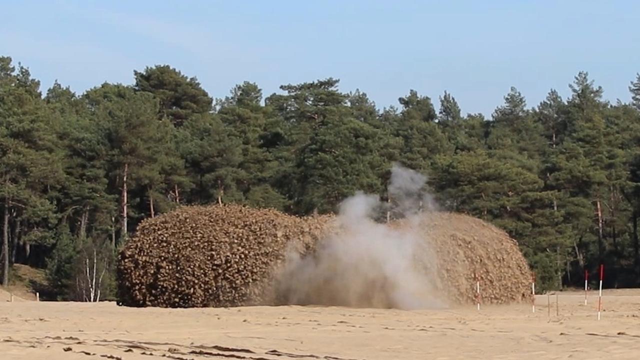 EOD brengt Britse bom tot ontploffing op Stroese Heide
