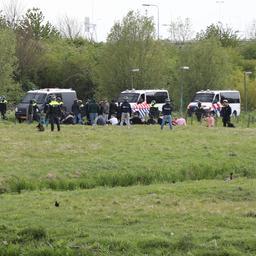 Tachtig voetbalsupporters aangehouden nabij Cars Jeans Stadion in Den Haag