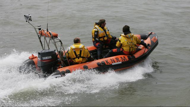 Tweetal in zorgwekkende toestand na val uit bootje in Dordrecht
