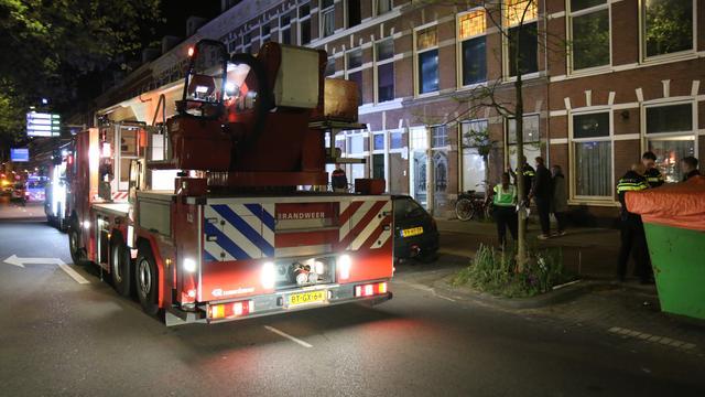 Veel schade door vermoedelijke vuurwerkbom aan Loosduinsekade