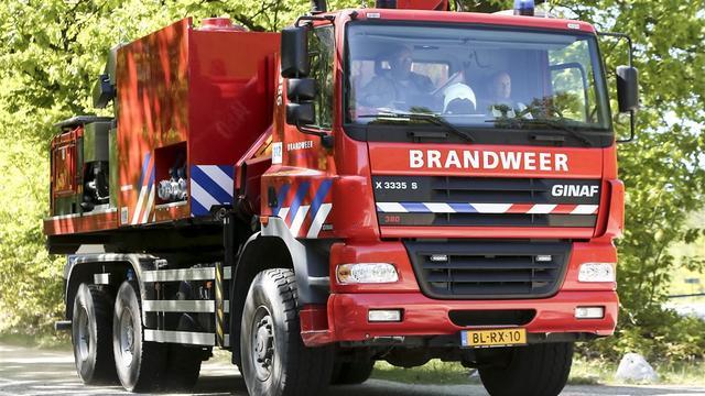 Grote rookwolk boven Amsterdam-Noord door brand in busje