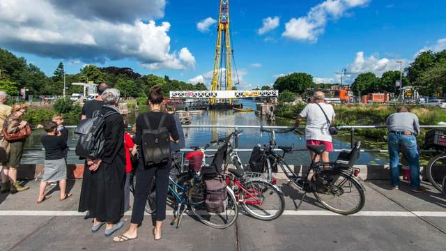 Gerenoveerde Muntbrug weer open voor fietsers