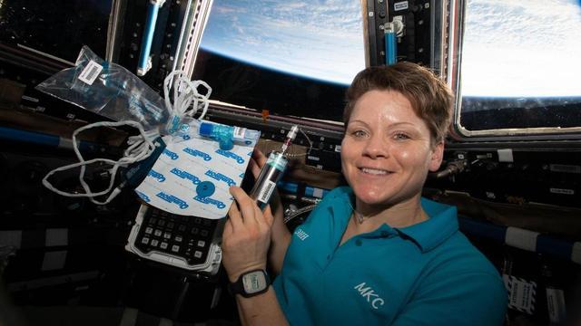 Binnenblijven? Daar hebben deze astronaut en ruimte-expert wel tips voor!