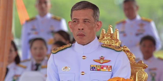 Thaise prins wil zeker een jaar wachten met regeren na dood Bhumibol