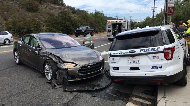 Tesla met Autopilot botst op politiewagen in Verenigde Staten