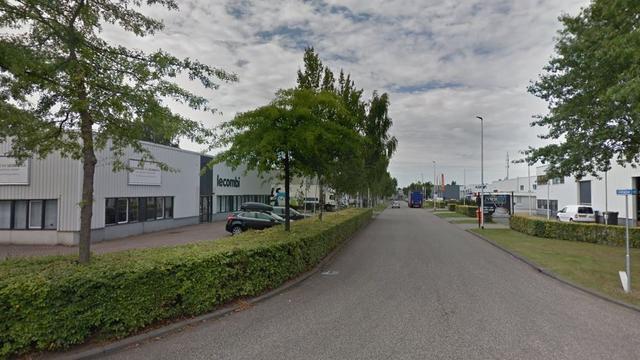 Brandweer blust brand bij machinefabrikant in Etten-Leur