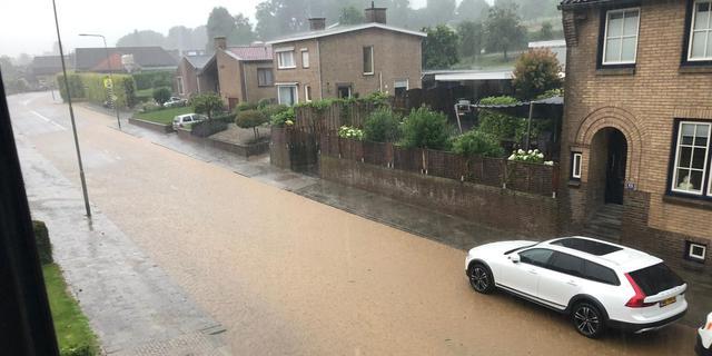Ongeveer 200 meldingen door noodweer Zuid-Limburg, nog hinder op spoor