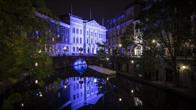 Utrechtse gebouwen kleuren blauw vanwege 75-jarig bestaan VN