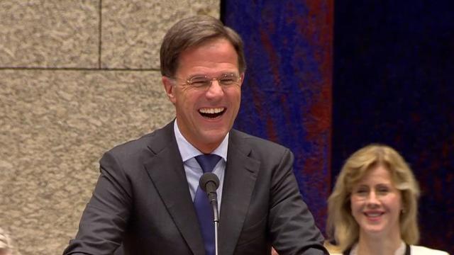 Rutte laat Kamer lachen met beeldspraak over dode kip