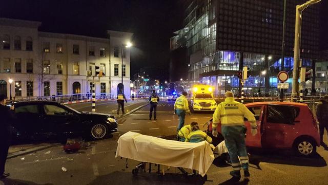 Drie gewonden bij zware aanrijding op kruising Catharijnesingel