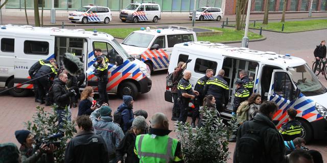 Extinction Rebellion voert actie bij Shell in Den Haag, 33 mensen opgepakt