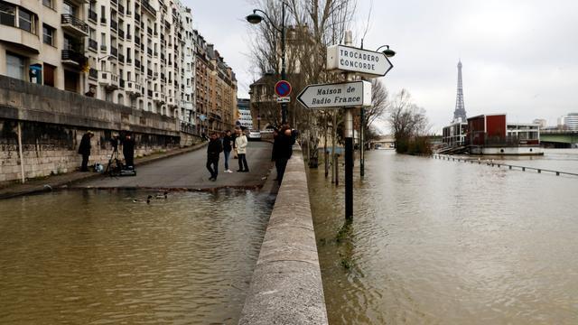 Franse overheid geeft code oranje af voor hoogwater Seine