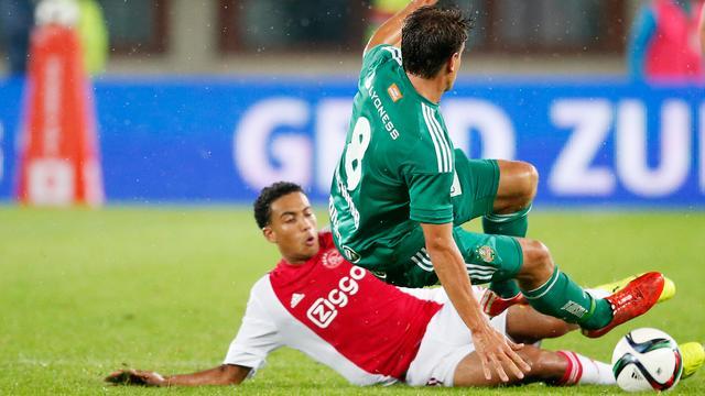Rapid Wien-coach biedt excuses aan voor zware tackle op Riedewald