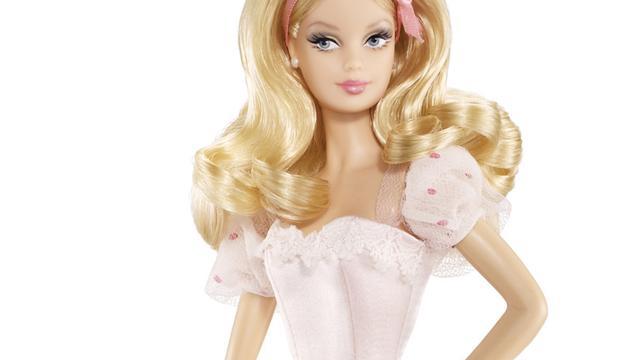 Kunstenaar maakt Barbie met normale maten
