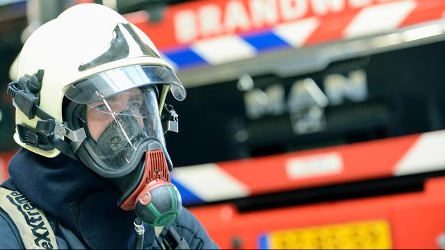 Bewoner raakt lichtgewond na brand in meterkast Amsterdam-West