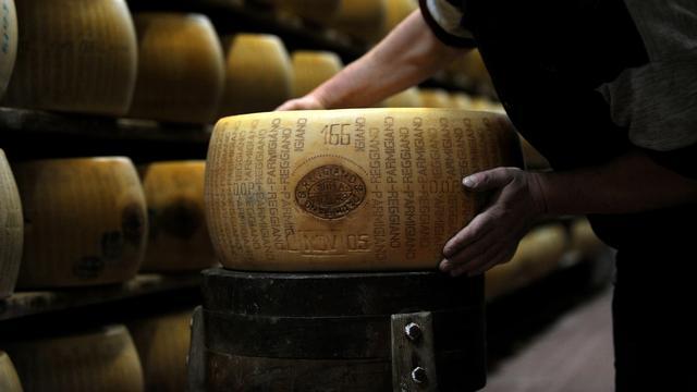 31 werkzame stoffen ontdekt die Parmezaanse kaas zijn smaak geven