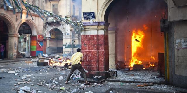 Beleg van bezette moskee Caïro mondt uit in geweld