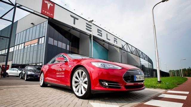 Tesla rolt autonome in- en uitparkeerfunctie uit in Nederland